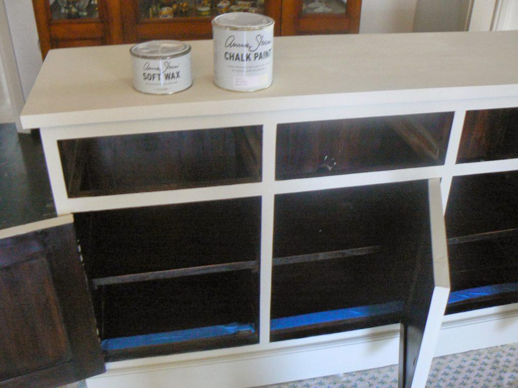 Μεταμόρφωση μπουφέ με chalk paint Annie Sloan color old white