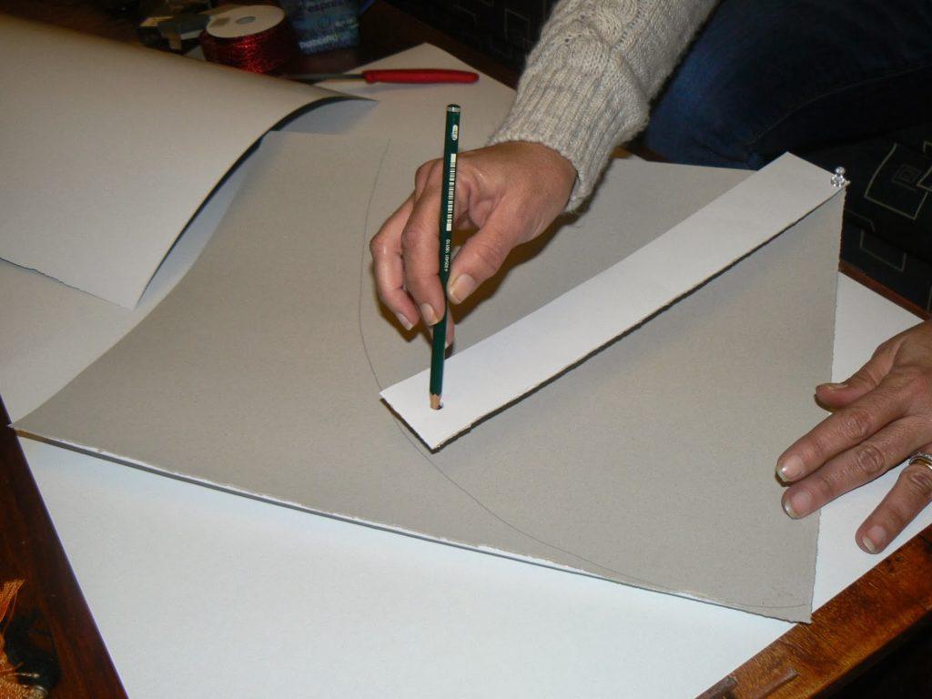 Πως να φτιάξεις ένα κυλινδρικό κώνο από χαρτόνι