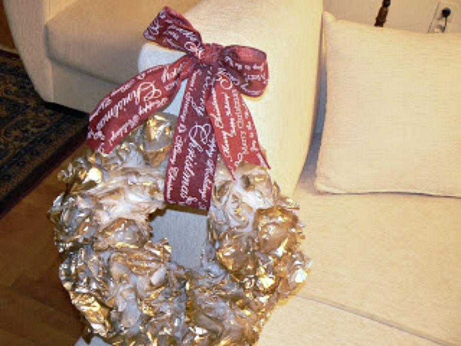 Χριστουγεννιάτικο στεφάνι από σακούλες, κόκκινος φιόγκος