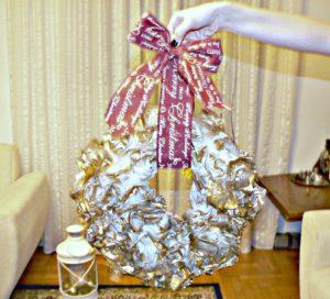 Χριστουγεννιάτικο στεφάνι από σακούλες