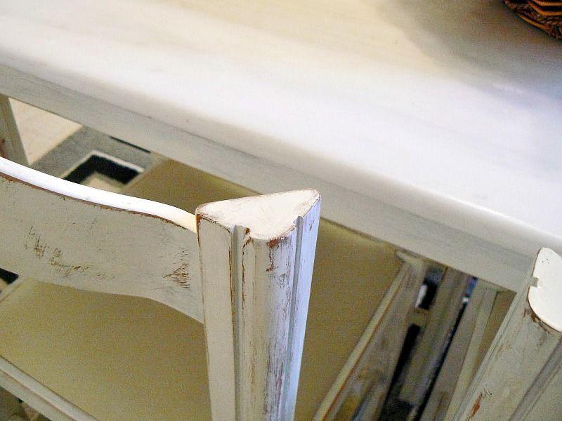 Μεταμόρφωση τραπεζαρίας κουζίνας με μπογιά, λεπτομέρεια καρέκλας