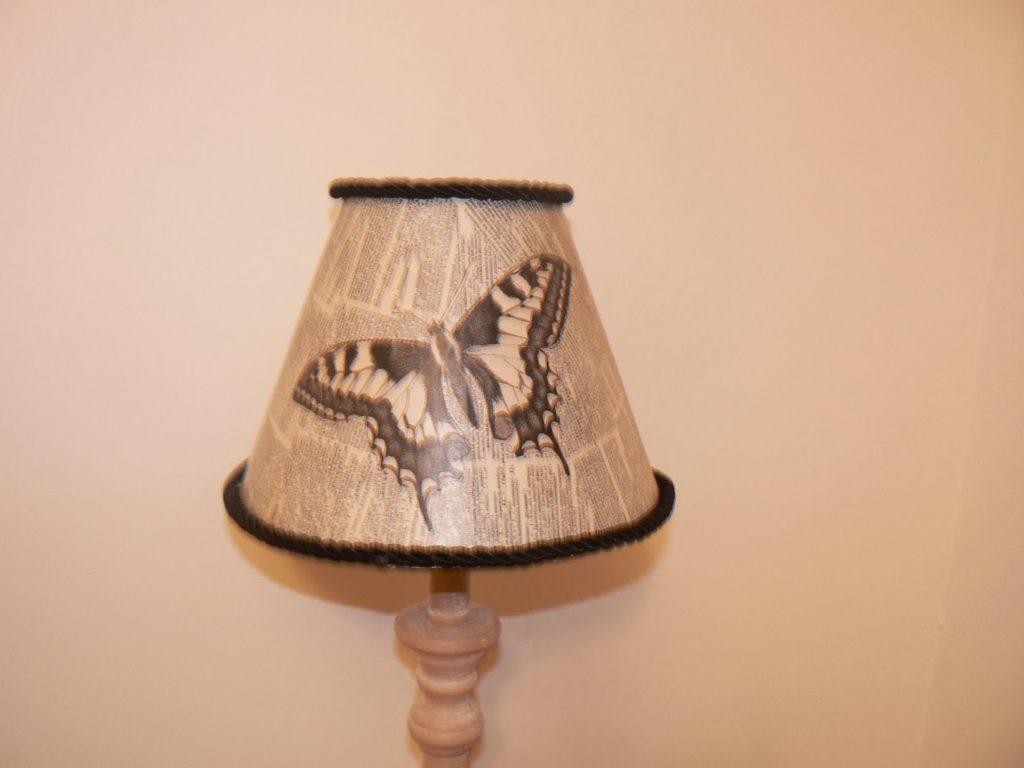Ντεκουπάζ πάνω σε καπέλο λάμπας