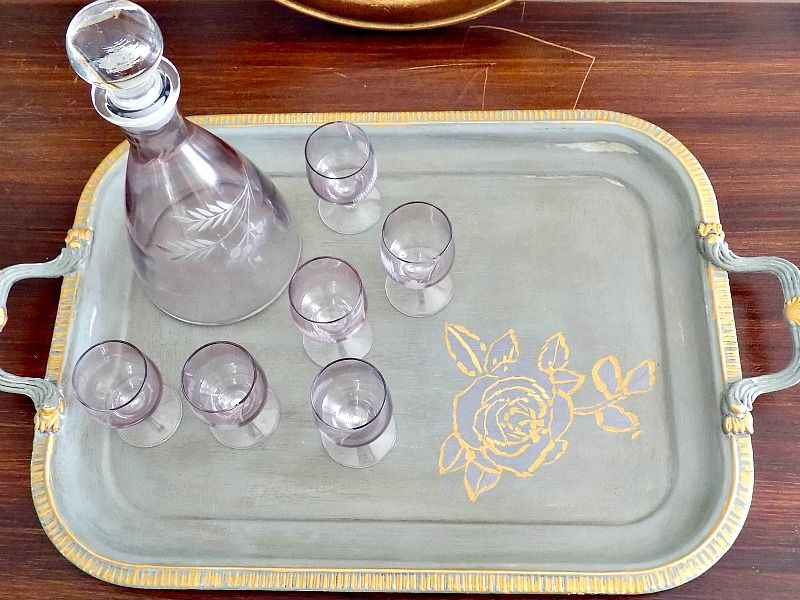 Old tray makeover with chalk paint and gold details
