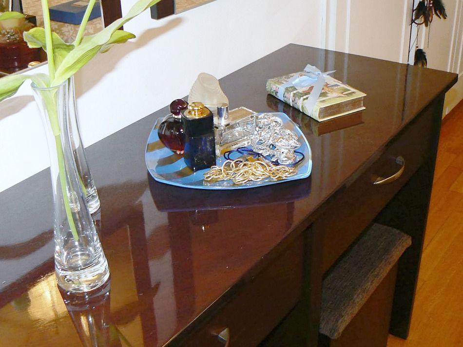 Γυάλινο πιάτο γίνεται διακοσμητικός δίσκος