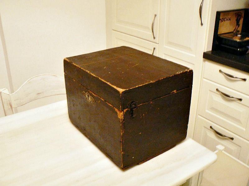 Παλιό ξύλινο κουτί όπως ήταν πριν
