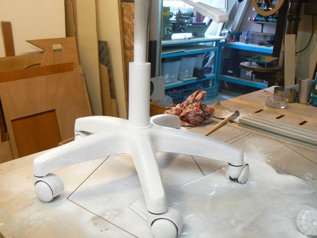Μεταμόρφωση καρέκλας γραφείου, βάψιμο με μπογιά σε σπρέι