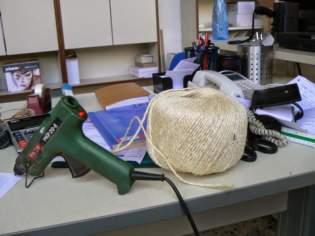 Υλικά για να φτιάξεις βαζάκια ντυμένα με σχοινί