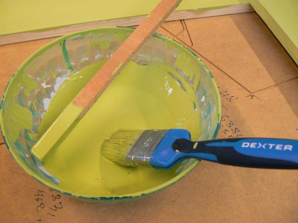 Green color chalk paint