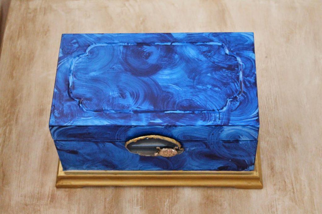 Μπλε μπιζουτιέρα με εφέ μαλαχίτη