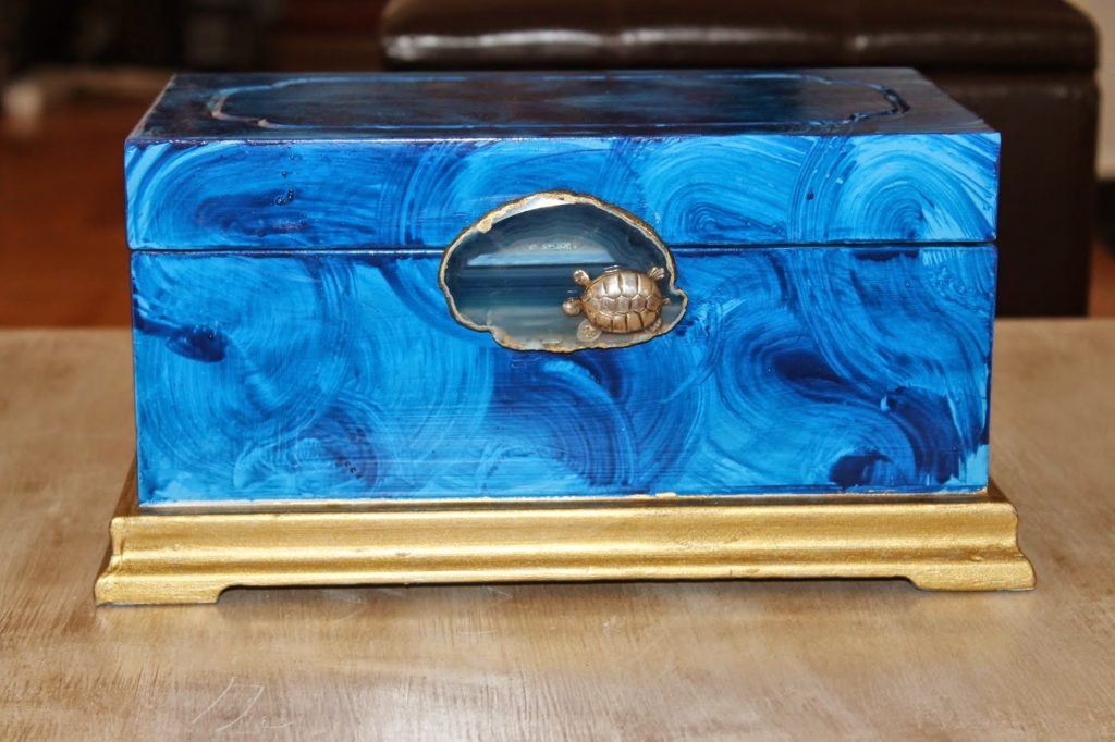 Μπλε κουτί για κοσμήματα