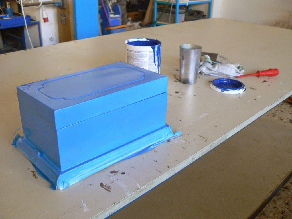 Πως το παλιό κουτί έγινε η μπλε μπιζουτιέρα
