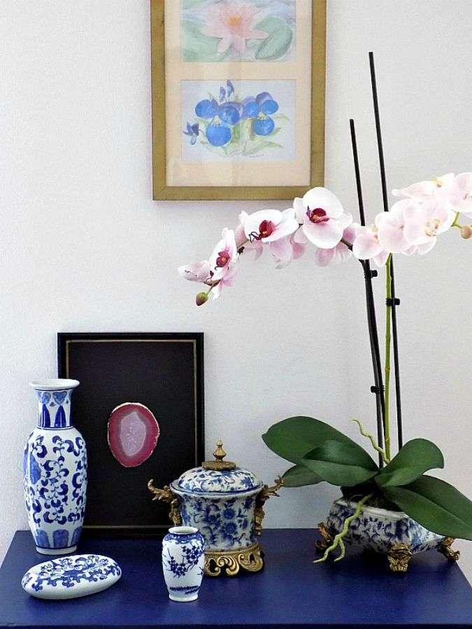 Blue dresser, chinoiserie decor