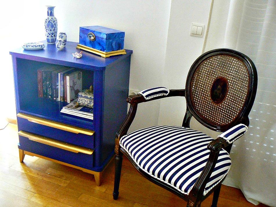 Μπλε μίνι βιβλιοθήκη για την κρεβατοκάμαρα μου