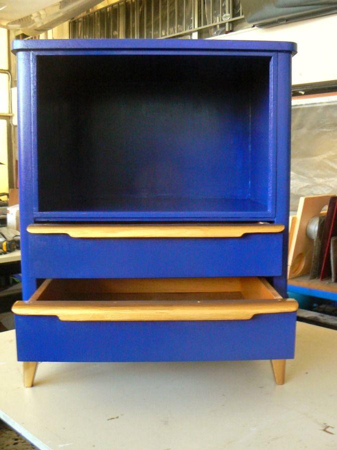 Μπλε ντουλάπι με χρυσές λεπτομέρειες
