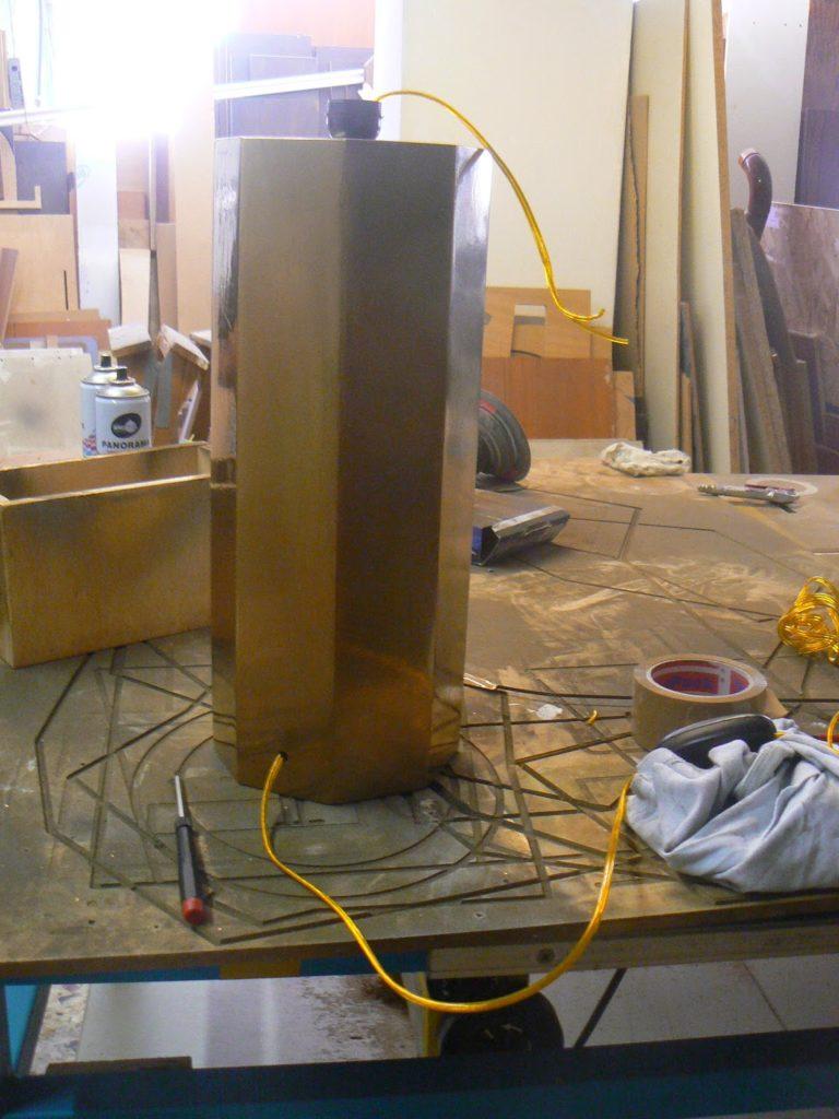 Επιτραπέζια λάμπα diy σε χρυσό χρώμα, ηλεκτρολογική εγκατάσταση