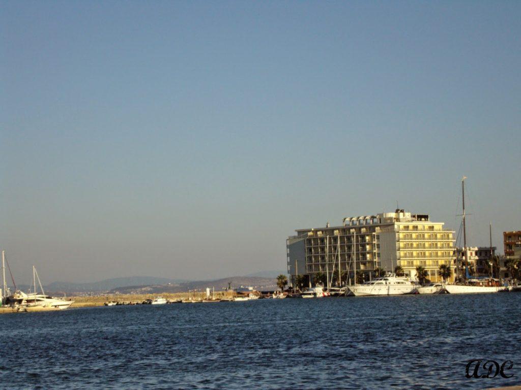 Το λιμάνι στην πόλη της Χίου