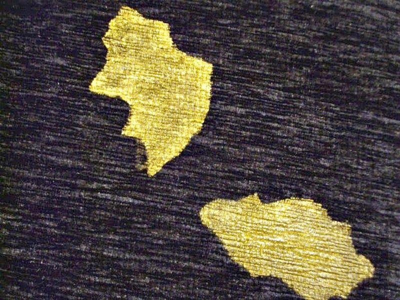 Χρυσό στένσιλ σε χριστουγεννιάτικα μαξιλάρια