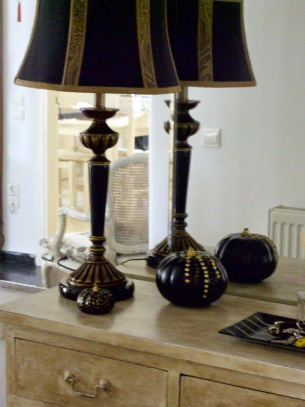 Fall tour entry hall, black pumpkins