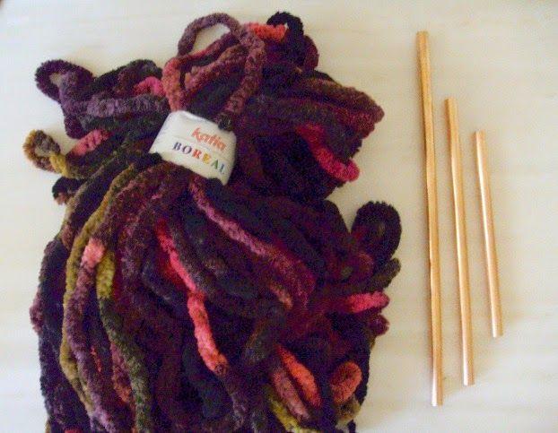 Υλικά για να φτιάξω ένα αλλιώτικο χριστουγεννιάτικο δέντρο, μαλλί πλεξίματος, χάλκινα σωληνάκια
