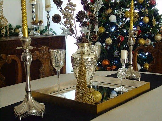 Χριστούγεννα με λάμψη στην τραπεζαρία, ασημένια κηροπήγια και βάζο
