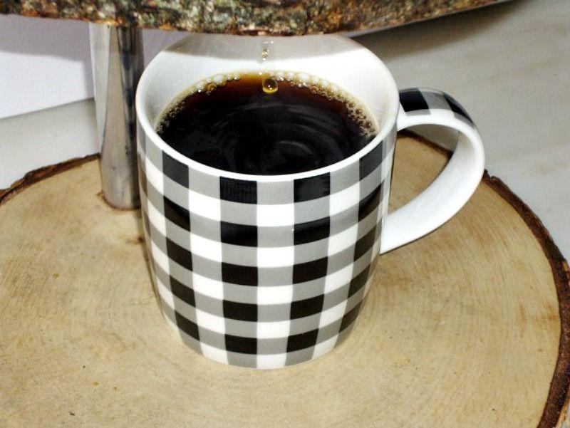 Ξύλινο σταντ γαλλικού καφέ, καρό φλυτζάνι