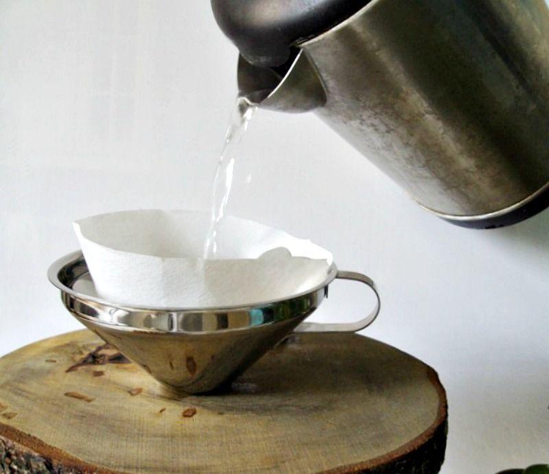 Βήμα - βήμα οδηγίες για να φτιάξεις μια καφετιέρα γαλλικού καφέ από φέτες ξύλου