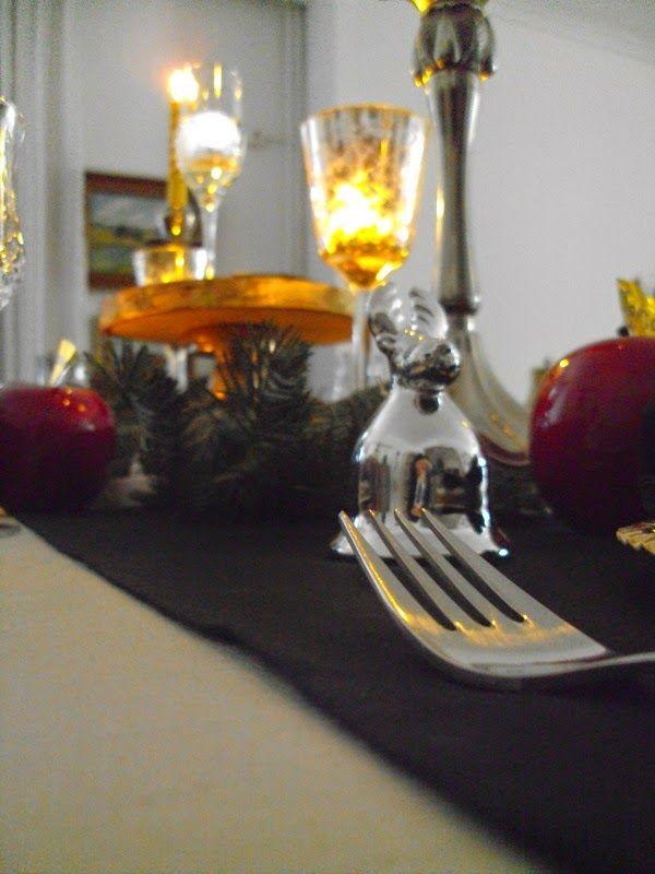 Παραμονή Πρωτοχρονιάς 2014, γιορτινό τραπέζι σε μαύρο και χρυσό