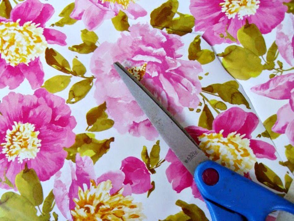 Χαρτί περιτυλίγματος με λουλούδια