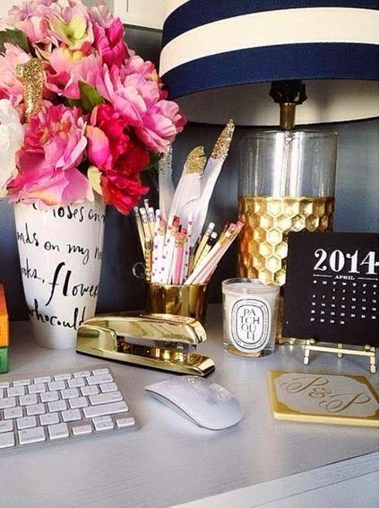 Αξεσουάρ γραφείου σε χρυσό χρώμα