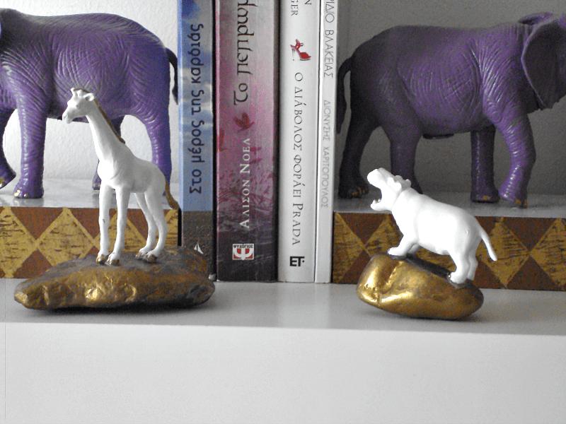 Πλαστικά ζώα έγιναν βιβλιοστάτες και press papier