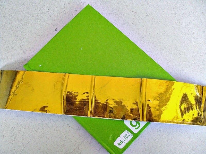 Σημειωματάριο με ενδιαφέρον εξώφυλλο σε χρώμα πράσινο-χρυσό