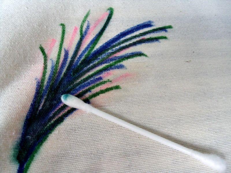 Ζωγράφισε σε μαξιλάρια με μαρκαδόρους