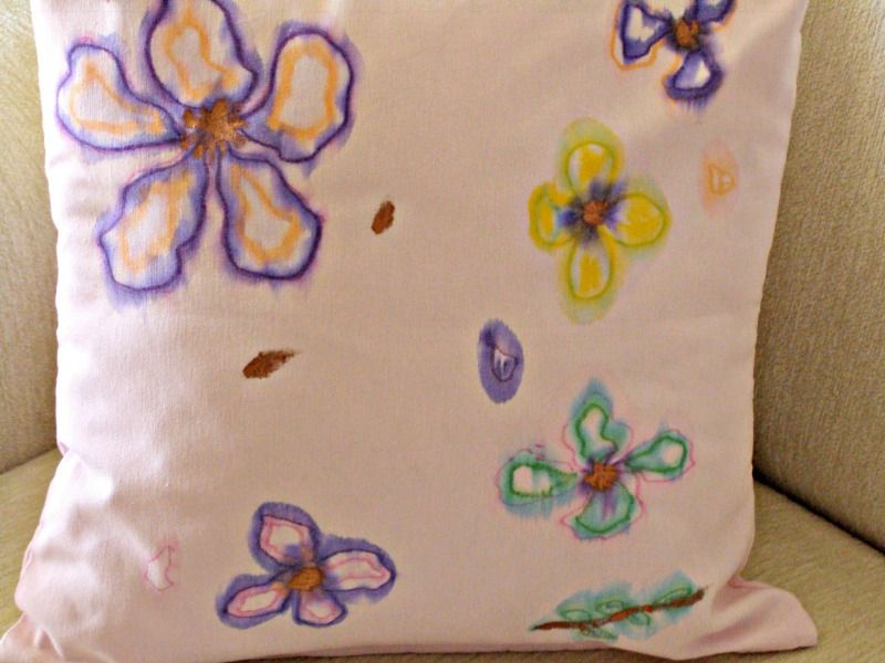 DIY watercolor pillows, pink pillow with flowers