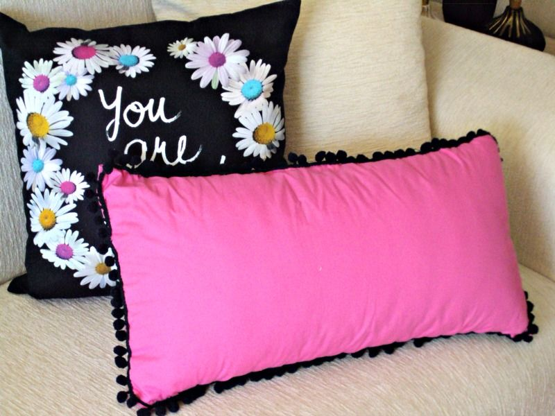 Pom pom pillow diy