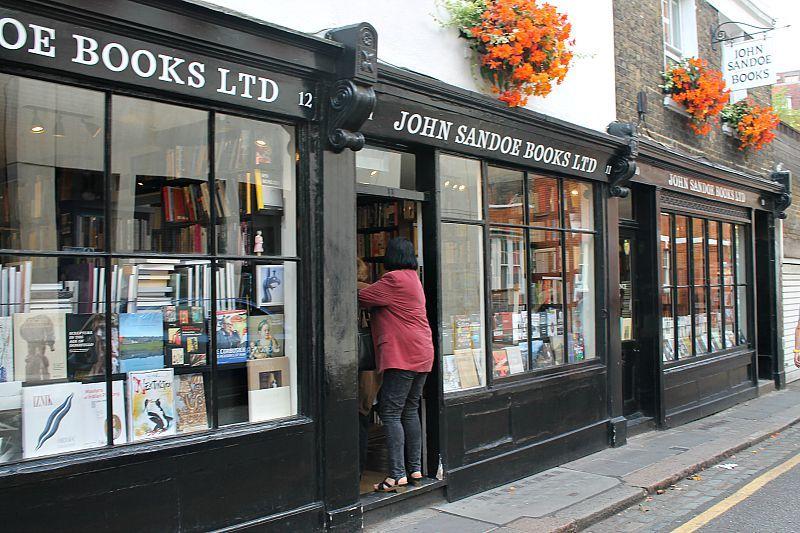 Βόλτα στο Λονδίνο, Μέρος 1ο, the book shop