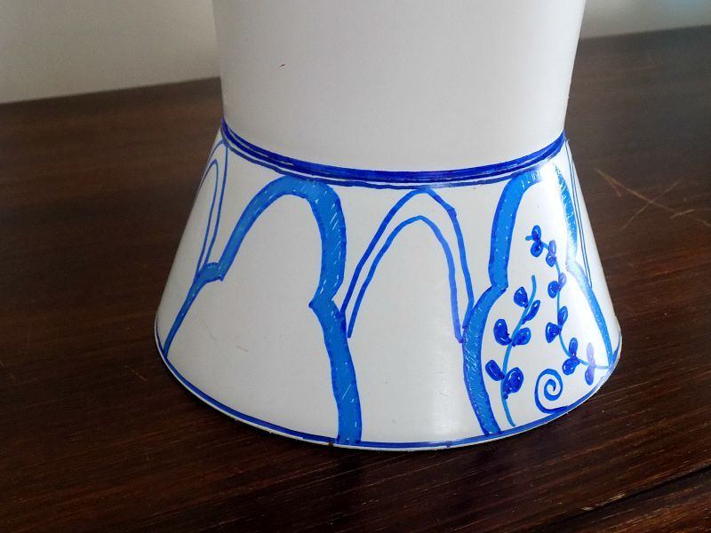 Πως να μεταμορφώσεις ένα πλαστικό βάζο σε μπλε άσπρο chinoiserie style βάζο