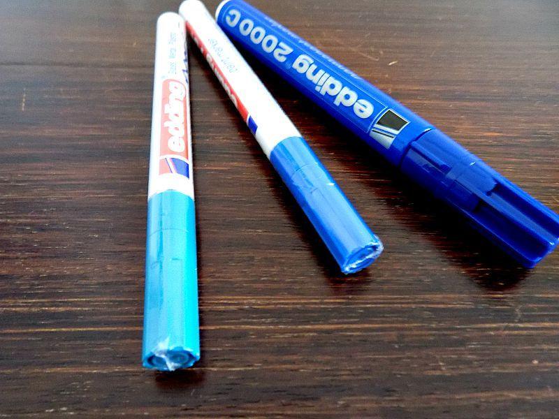 Μαρκαδόροι σε διαφορετικές μπλε αποχρώσεις