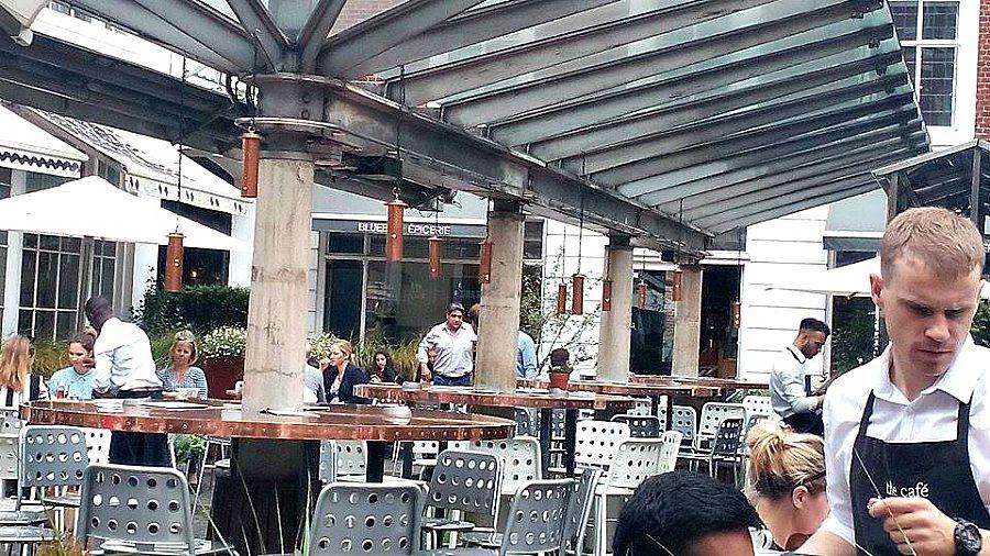 Βόλτα στην πόλη του Λονδίνου Μέρος 2ο, Blue Bird Restaurant