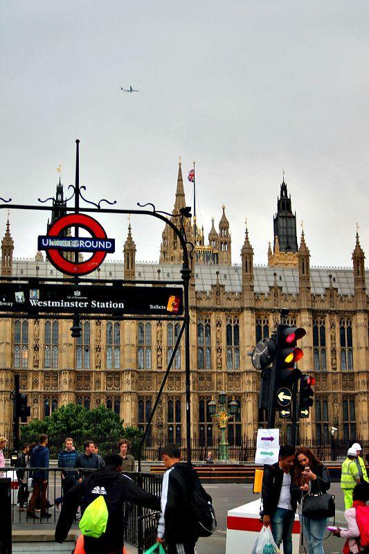 Βόλτα στην πόλη του Λονδίνου, Westminister station