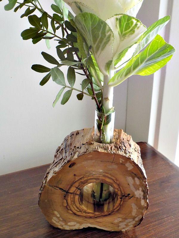 Ανθοδοχείο από φέτα ξύλου με λουλούδι λάχανο
