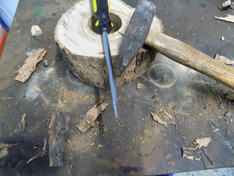Καθαρίζω την φέτα ξύλου από τον φλοιό της