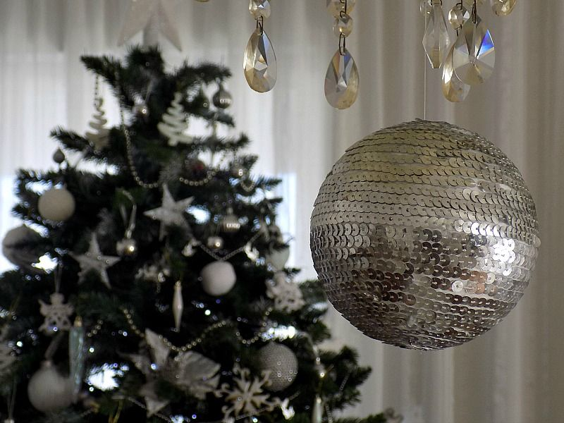 Πως να φτιάξεις μία χριστουγεννιάτικη disco μπάλα