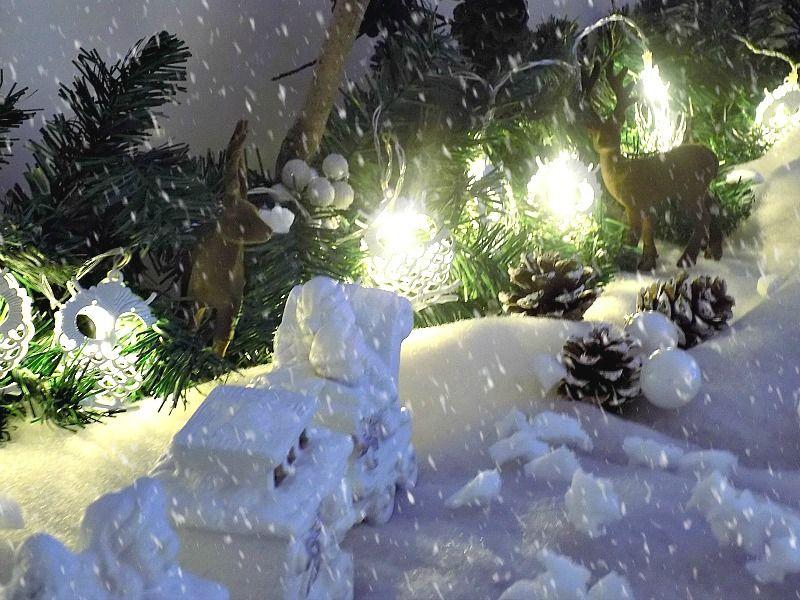 Χιονισμένο χριστουγεννιάτικο τοπίο diy, πάνω στον μπουφέ της τραπεζαρίας