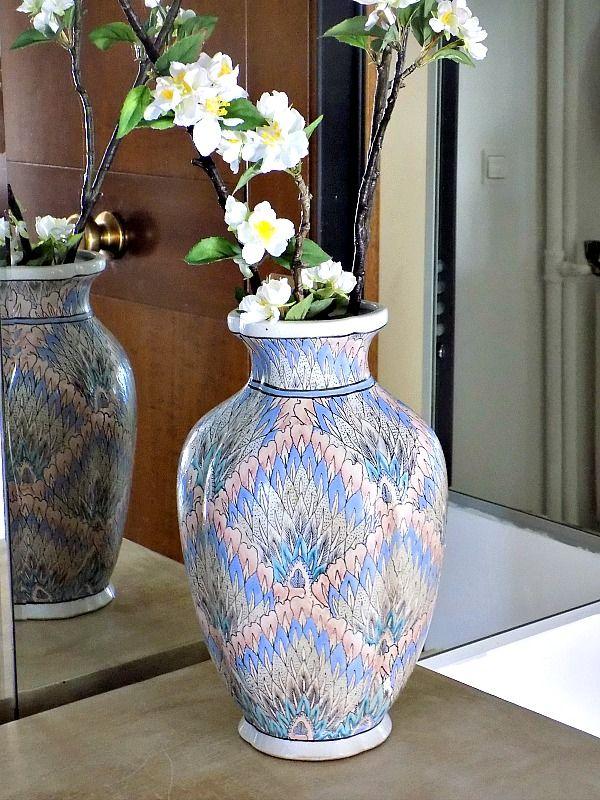 Imari handpainted flower vase