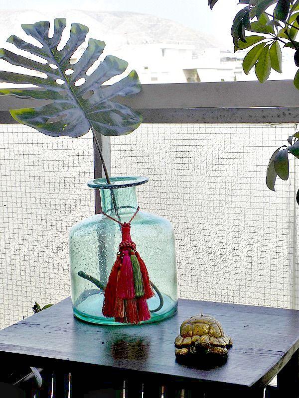 turquoise vase gold turtle