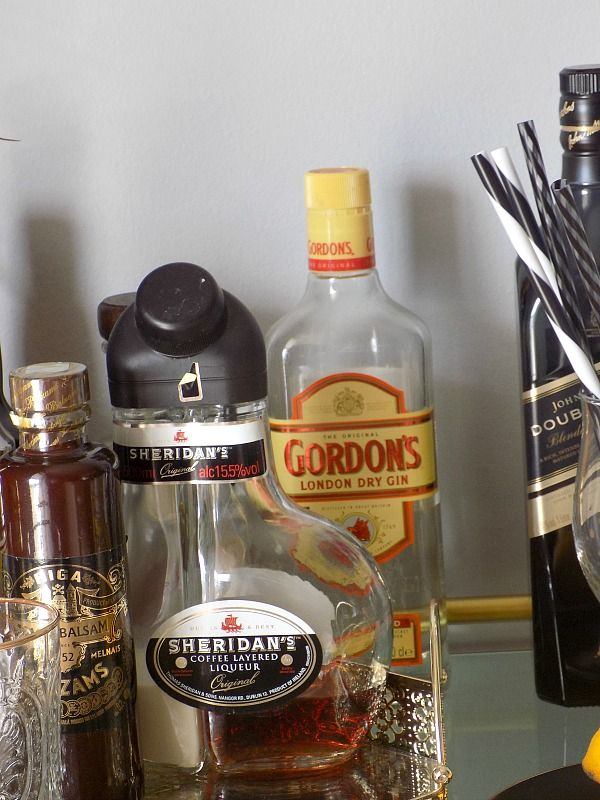 Τροχήλατο μπαράκι διακόσμηση, μπουκάλια με ποτά