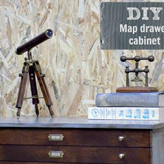 Μια παλιά συρταριέρα για χάρτες