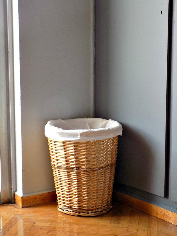 Ψάθινο καλάθι για άπλυτα ρούχα