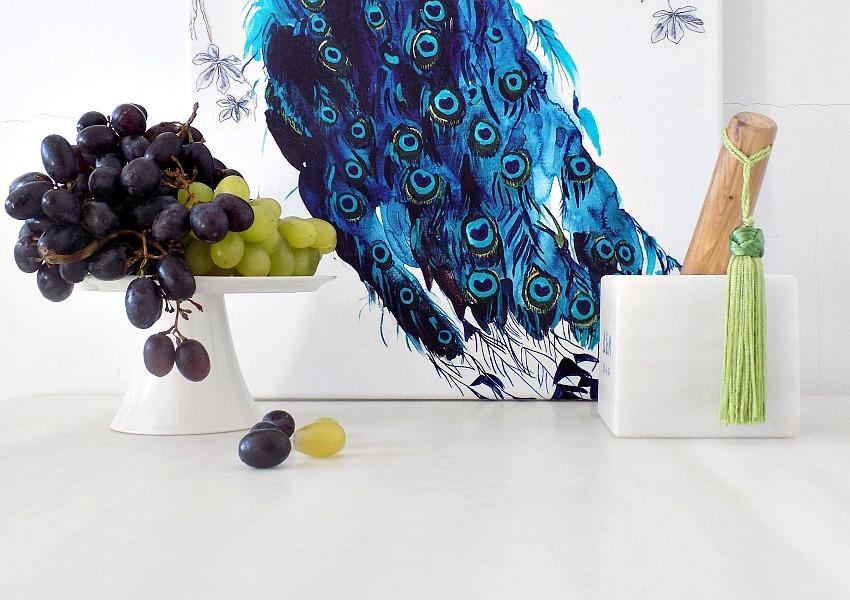 Πετσέτα κουζίνας σαν έργο τέχνης στον τοίχο