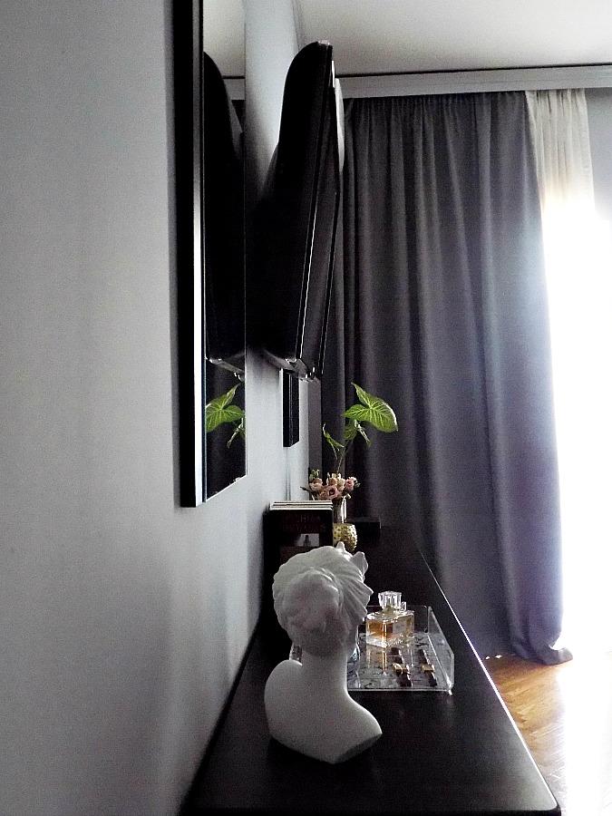 Οι λεπτομέρειες κάνουν την διαφορά, ο τοίχος της κρεβατοκάμαρας με την τηλεόραση